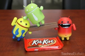 Android-KitKat-Yellow-Red-and-Green-Mascots-KitKat-Bridge