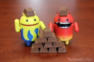 Android-KitKat-Yellow-and-Red-Mascots-KitKat-Pyramid-and-Helmets-630x419